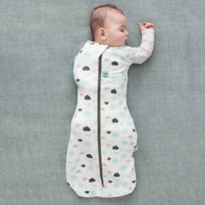 ergoPouch - Swaddle & Sleeping Bag for Child and Baby - Clouds, One arm out