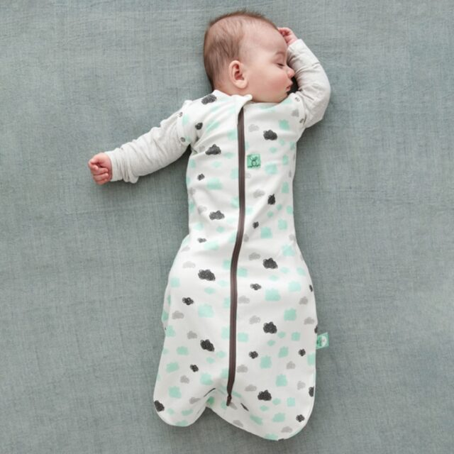 ergoPouch - Swaddle & Sleeping Bag for Child and Baby - Clouds, Two arms out