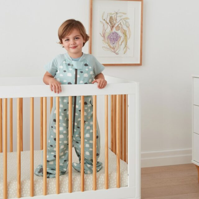 ergoPouch Sleep Suit Clouds Cool, Bed